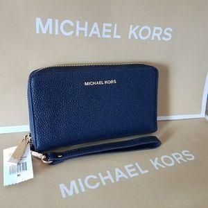 michael kors Wristlet wallet IPhone authentic mk
